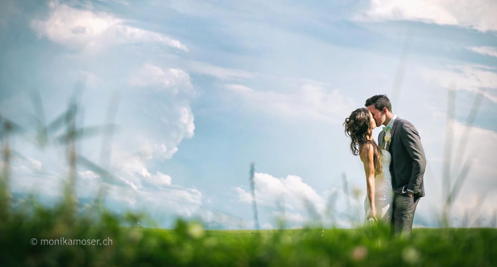 Fotograf Winterthur - Brautpaar auf einer Wiese